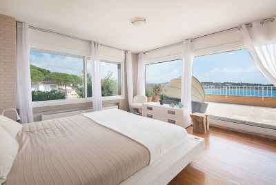 Duplex on the first sea line in a closed community in Sant Feliu de Guixols